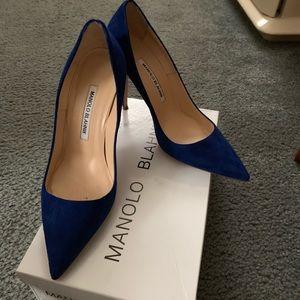 Manolo blahnik blue suede pumps